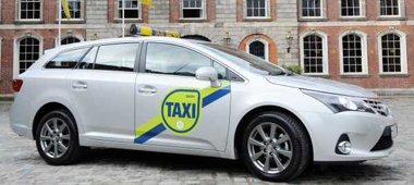 Ирландия.  На такси будут официальные наклейки