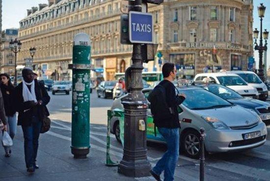 В Париже могут появиться мини-станции для вызова такси