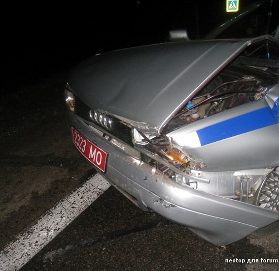 Очевидец: ГАЗ врезался в машину ГАИ во время проверки документов у автомобилиста