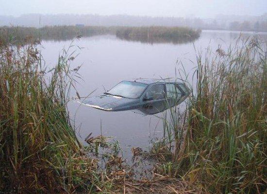 В Барановичах утонул Fiat - в салоне никого не обнаружено