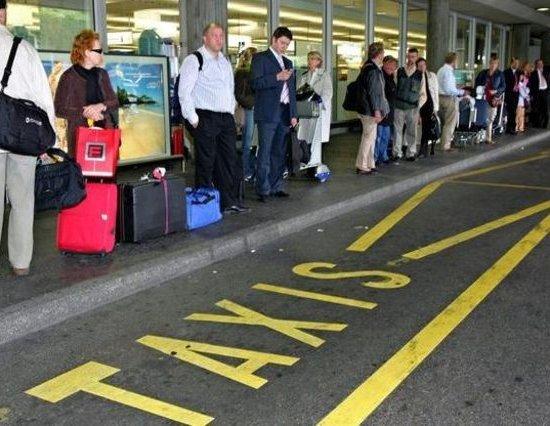 Такси Женевы и Лиона устроят забастовку в декабре