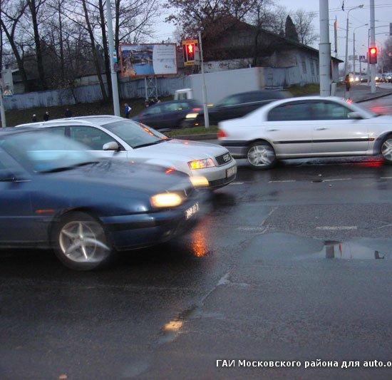 Минск: женщина на Audi решила проскочить на желтый и сбила школьника