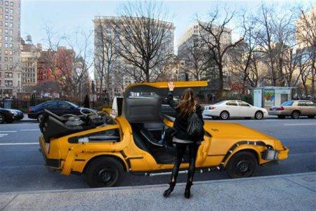 По Нью-Йорку уже который год катается в качестве такси культовая тачка из трилогии «Назад в будущее»