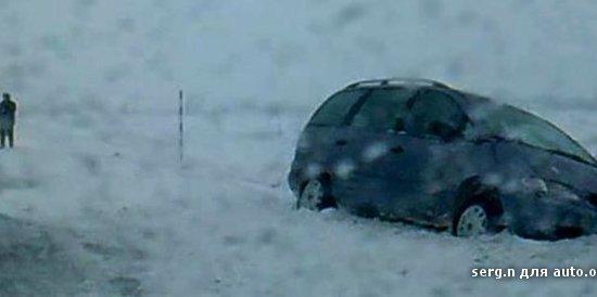 Очевидец: на дороге Гомель — Кобрин минивэн сбил людей, помогавших вытащить машину из кювета