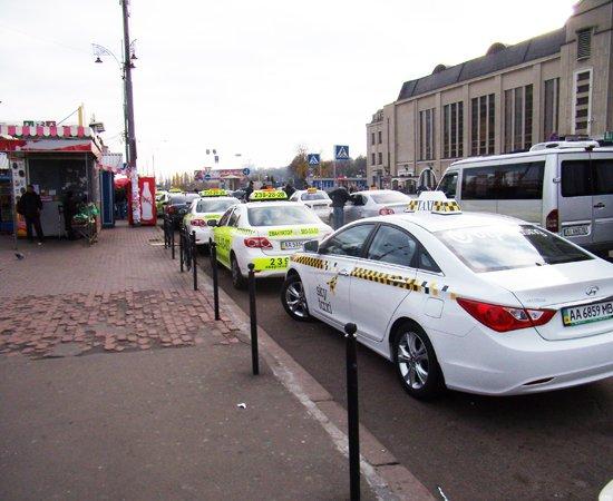 Украина. Sky Taxi в Борисполь ездит от метро Харьковская за 80 гривен