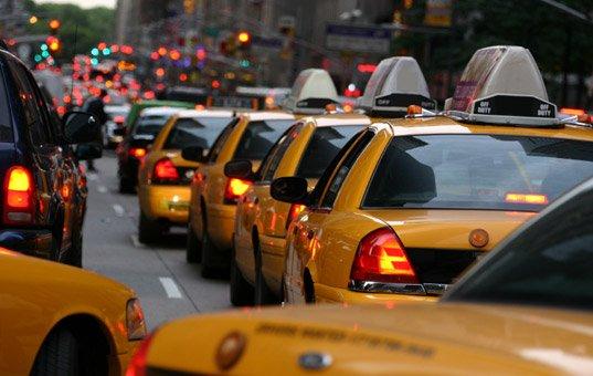 В Нью-Йорке, Лондоне и Торонто такси половину времени ездят пустыми