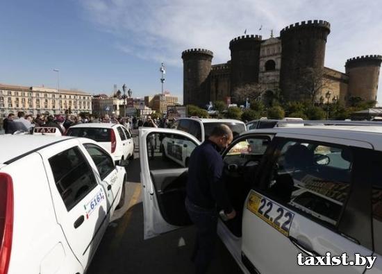Электромобили могут оставить таксистов Неаполя без работы