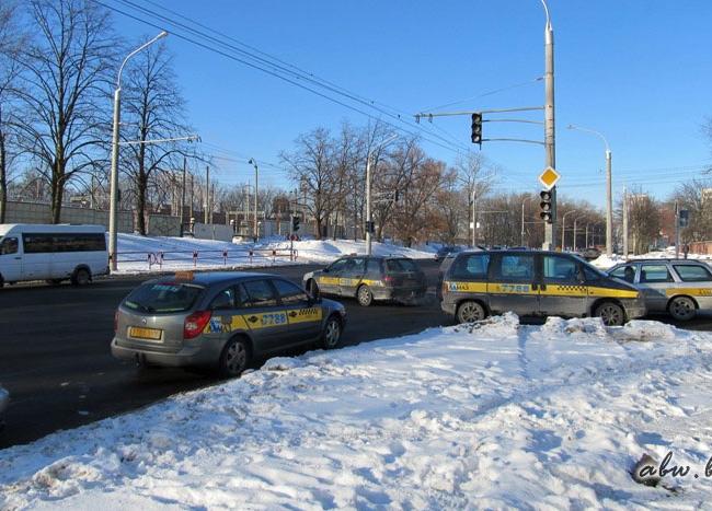 Таксисты Минска обвиняют городские власти в вынужденных конфликтах с ГАИ