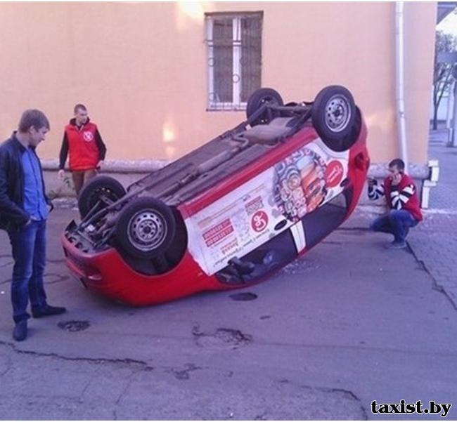 В Минске водитель перевернулся на Daewoo Matiz прямо во дворе