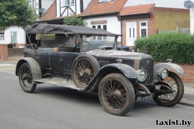 Раритетный автомобиль-такси 1923 года выпуска ушел с аукциона за $89 тысяч.