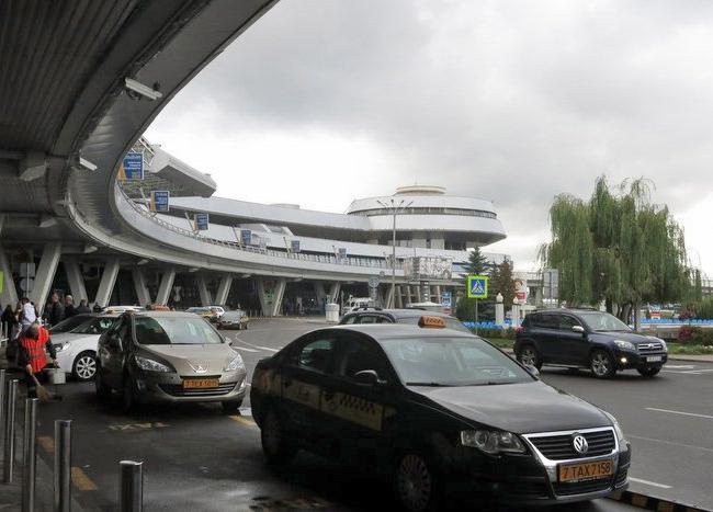 Оплата – удобнее, очередь – по старинке. Национальный аэропорт предоставил водителям новые возможности